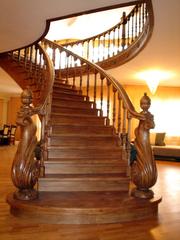 Все из дерева,  лестницы,  двери,  мебель